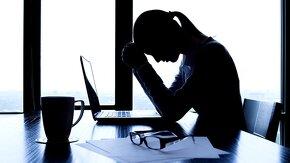 femme qui exerce un métier stressant
