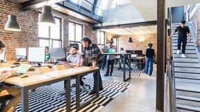 open space avec des employés